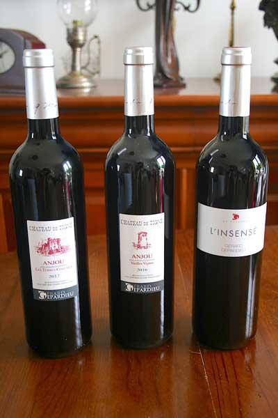 En exclusivité les vins rouges de château de Tigne de la propriété de Gérard Depardieu, c'est sur Sacré Michel