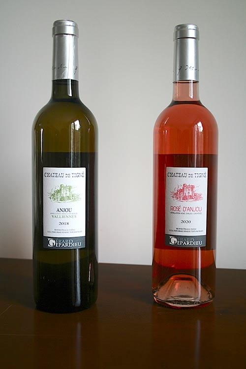 Michel Rochet est négociant en vins provenant de la proriété viticole de Gérard Dpardieu, vis d'anjou et vins blancs chateau de tigne