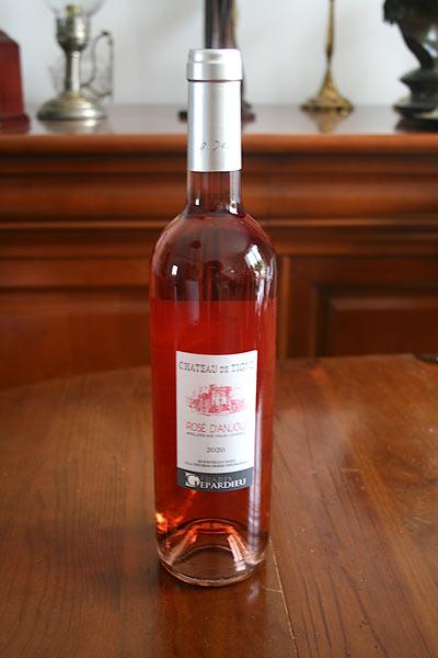 Goûtez le vin rosé d'anjou de Gérard Depardieu chez Sacré Michel